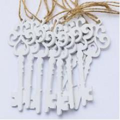 Drevený výrez kľúč záves, biely 7cm 10 kusov v balení